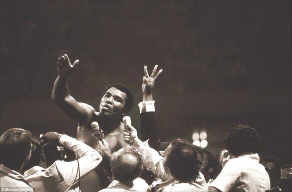 Después de derrotar a leon Spinks en el 1978 y ganar el campeonato mundial de peso pesado por tercera ocasión, hecho entonces sin precedentes.