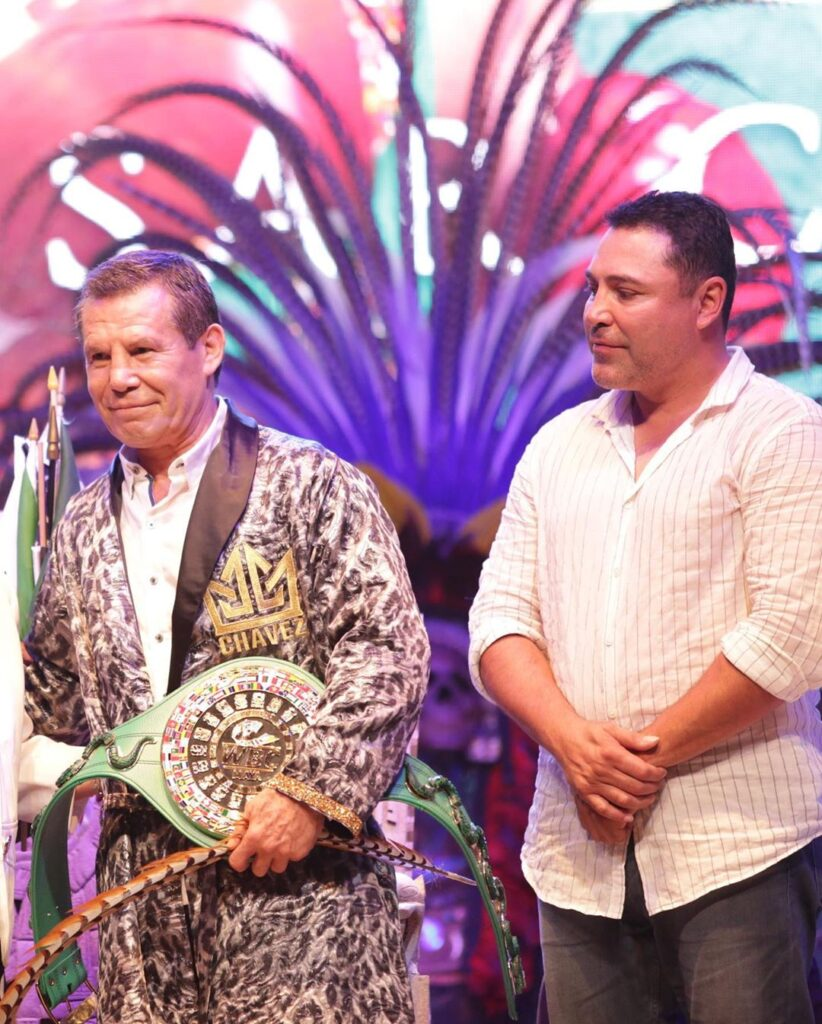 Julio César Chávez y Oscar De La Hoya (Photo By @WBCBoxing)