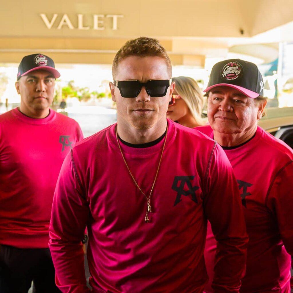 Saúl 'Canelo' Álvarez & his team (Foto Cortesía @Canelo)