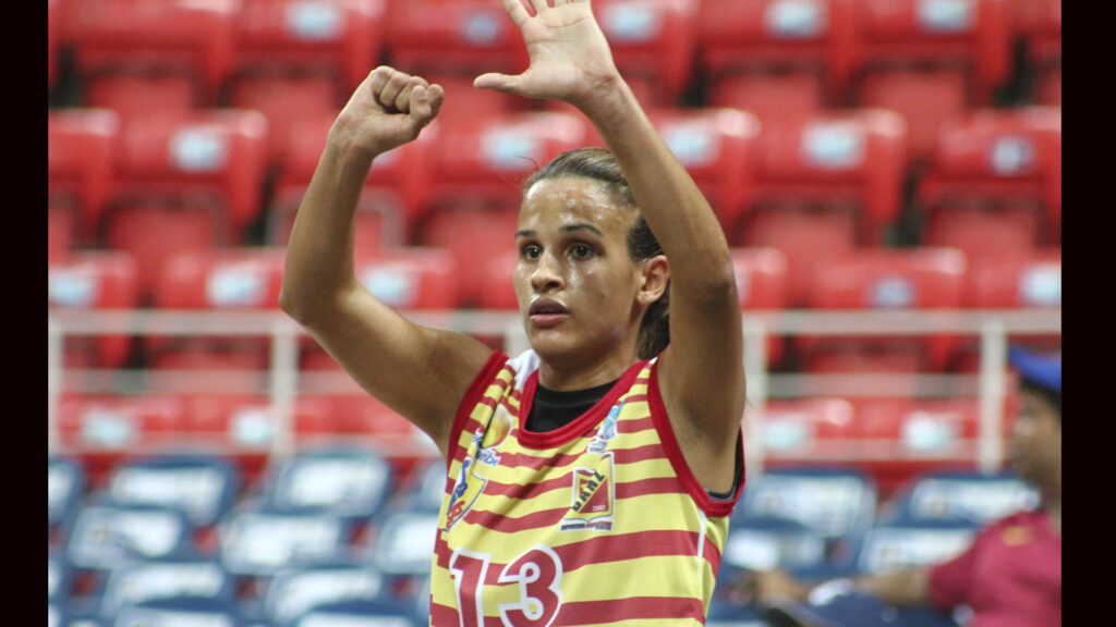 Nohemí Gallardo jugando la Liga Nacional Femenina de Baloncesto con el Deportivo Anzoateguí (Foto Cortesía Anthony Gallardo)