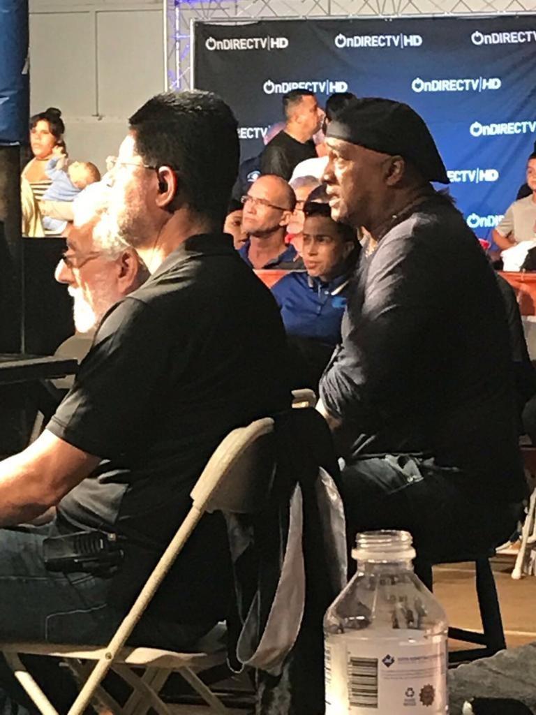 Pedro Valerio en un evento boxístico con cachucha negra (Foto Cortesía Pedro Valerio)
