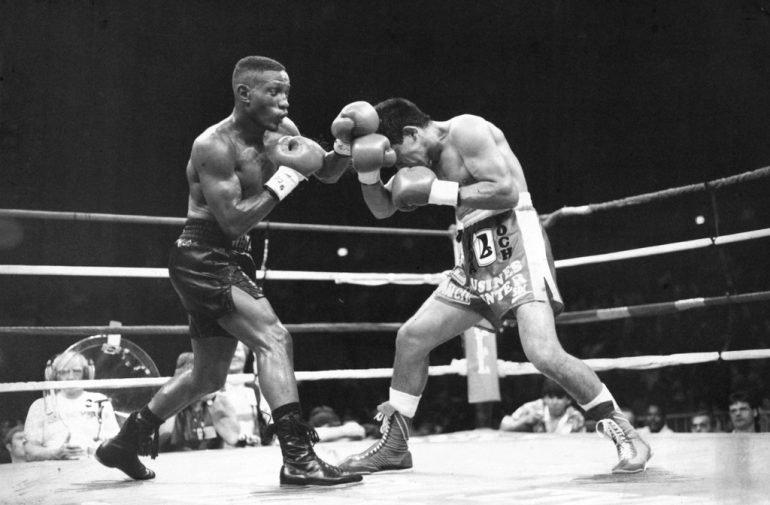 Pernell Whitaker vs José Luis Ramírez