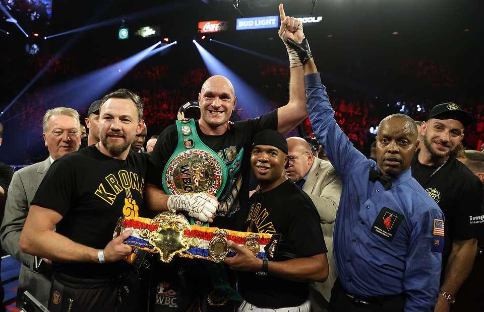 Tyson Fury & his team (Mikey Williams Top Rank)