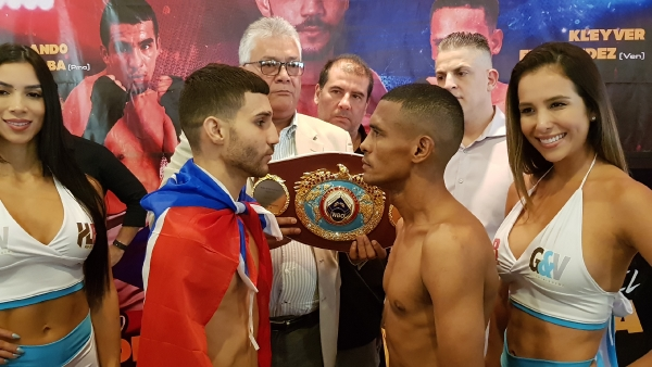 Wilfredo Méndez & Gabriel Mendoza face off (WBO)